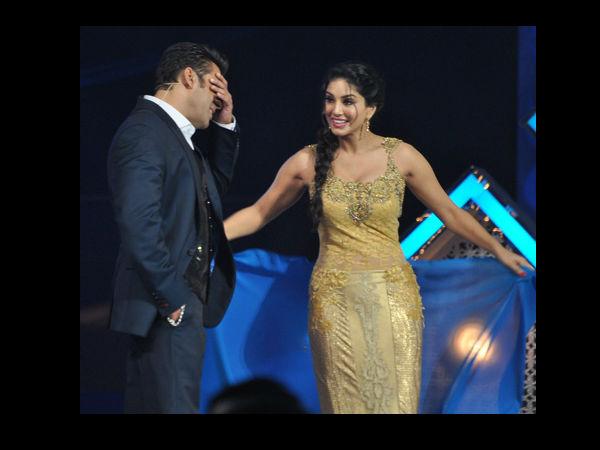 शाहरुख-सलमान-आमिर की फिल्मो में आईकैंडी भी बनी तो चलेगा- सनी लियोन