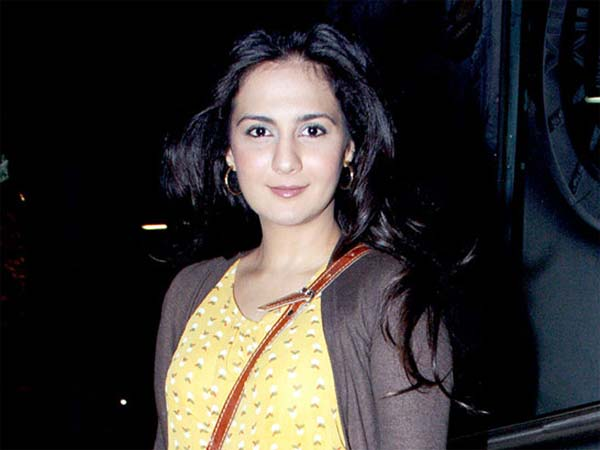 Pooja Ruparel from Shahrukh Khan DDLJ to grown up a model - Hindi Filmibeat
