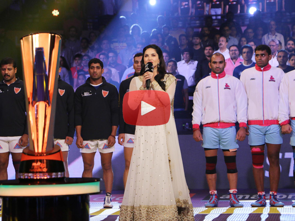 Video Sunny Leone singing Jana Gana Man