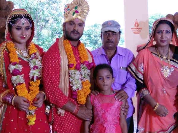 अपनी ही बेटी के सामने इस स्टार ने रचाई शादी!