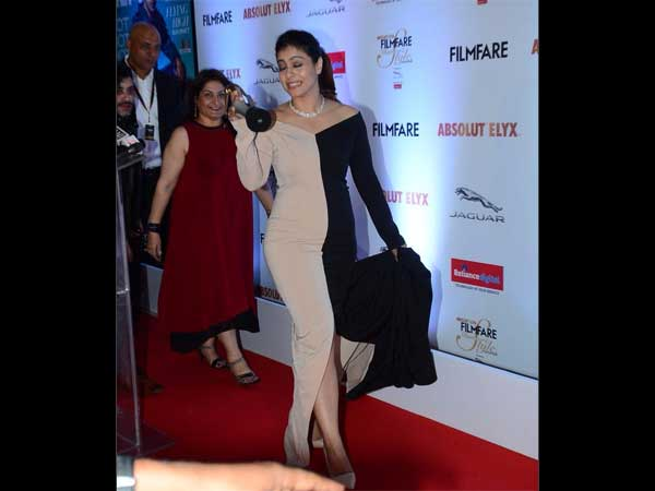 Kajol hilarious filmfare dress