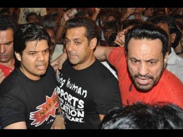 #JustIn: सलमान खान के बॉडीगार्ड शेरा की 'दादागिरी'...बंदूक की नोंक पर धमकी!