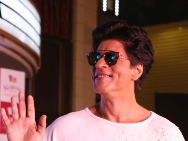 शाहरुख खान की अगली फिल्म राजकुमार हिरानी के साथ, अक्टूबर से करेंगे शूटिंग ? Shahrukh Khan next film with Rajkumar Hirani, shoot to begin around October?
