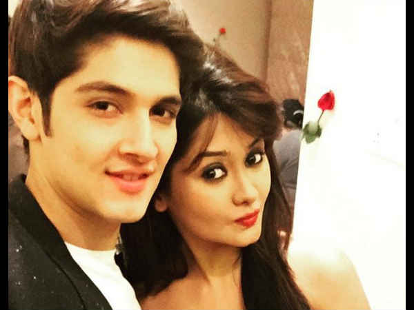 Bigg Boss 10 contestant Rohan Mehra's Girlfriend Kanchi Singh Lashes Out At Swami Ji