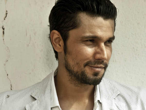 it-is-our-duty-stand-up-when-national-anthem-is-played-says-randeep-hooda