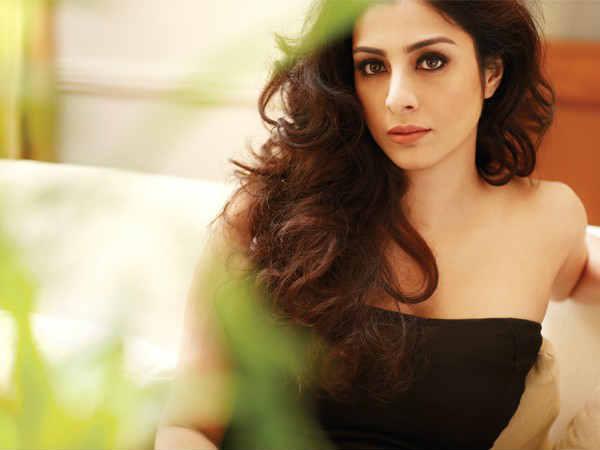 tabu-approached-to-play-nargis-role-in-sanjay-dutt-s-biopic