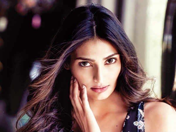 i-m-not-friends-with-anyone-bollywood-says-athiya-shetty