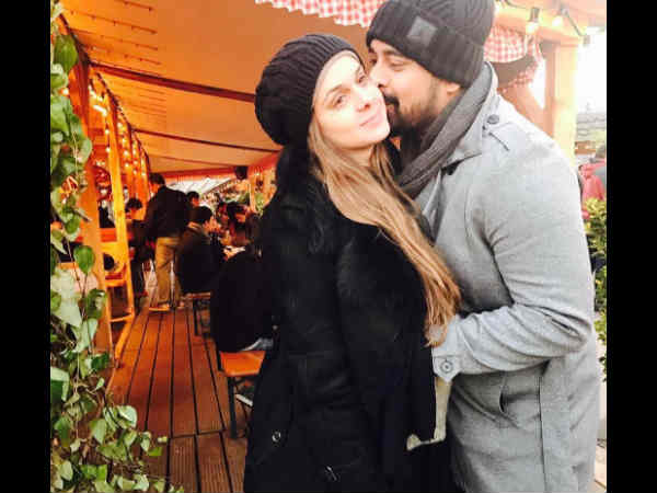 Rannvijay Singh becomes proud father of a BABY-GIRL