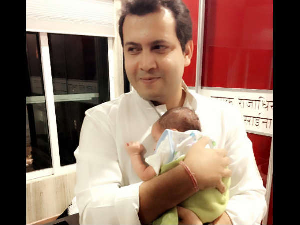 tv actress Shweta Tiwari shares an adorable pictureof newborn son, Reyansh with Abhinav Kohli
