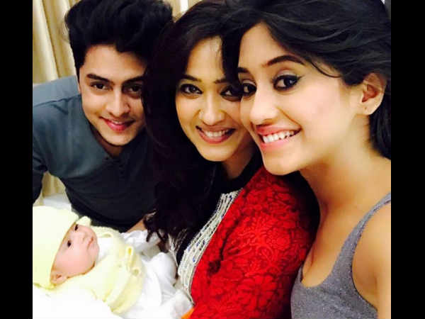 TV actress Shweta Tiwari FINALLY shows her BABY BOY Reyansh angel face