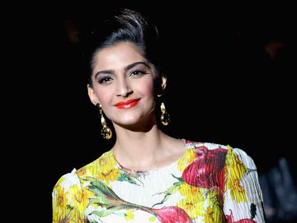 sonam-kapoor-calls-donald-trump-joker-meryl-streep-speech-golden-globes-award-2017