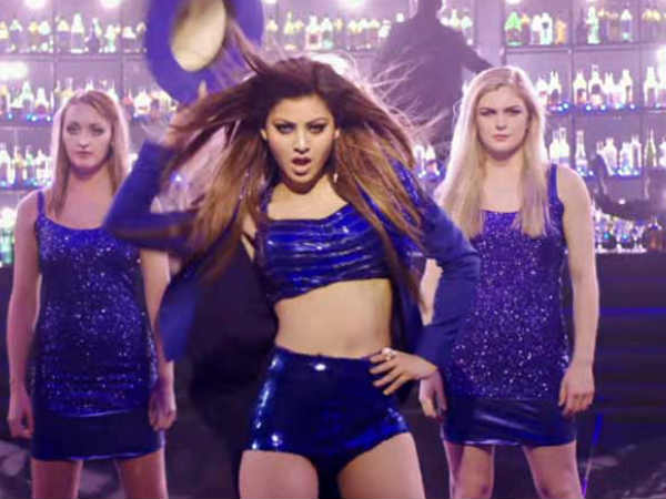urvashi-rautela-shot-two-versions-saara-zamaana-song-kaabil