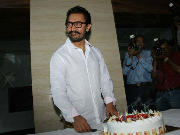 aamir-khan-celebrated-birthday-with-media