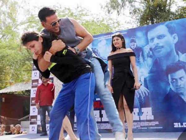 VIDEO : जब अक्षय कुमार को दिल्ली की लड़की ने पटक दिया, बोले 'याद रखूंगा'