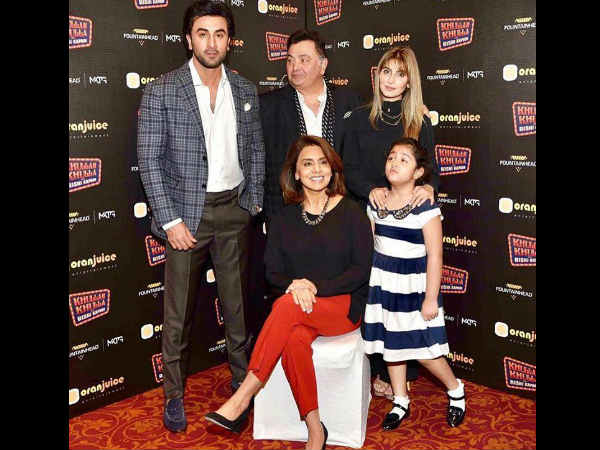 ranbir-kapoor-rishi-kapoor-and-full-family-poses-together-and-its-adorable