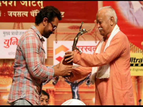 16 सालों बाद अवार्ड शो में पहुंचे आमिर खान..इस खास 'शख्स' के कहने पर