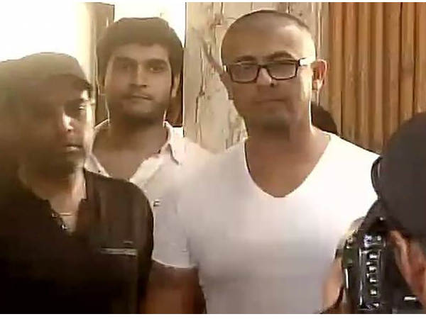 singer-sonu-nigam-shaves-his-head-azaan-tweet-controversy