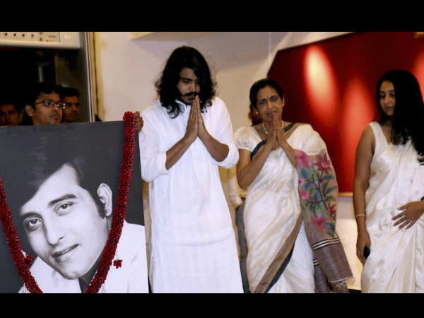 bollywood-celebs-attend-prayer-meet-vinod-khanna