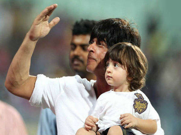shahrukh-khan-on-his-autobiography-says-it-will-have-to-end-with-abram-birth