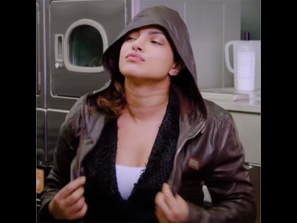 प्रियंका चोपड़ा ने शाहरुख खान को धो डाला..जानबूझकर या गलती से!