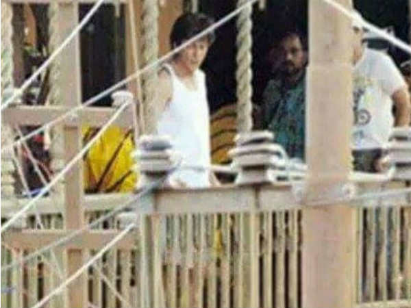 ceiling-collapses-on-the-set-of-shahrukh-khan-starrer-anand-l-rai-movie
