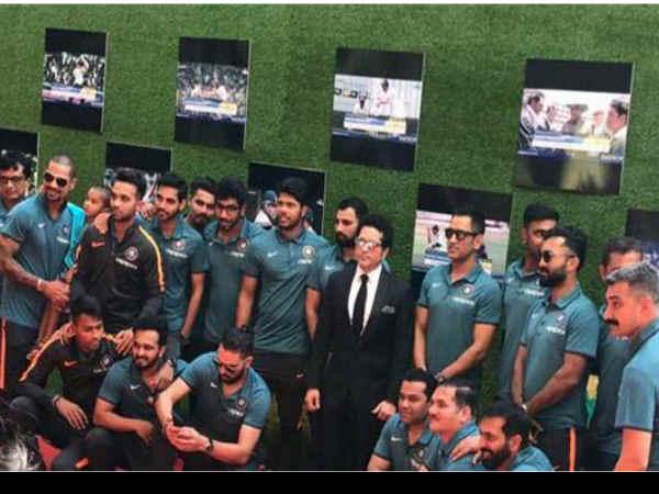 प्रीमियर..सचिन का मैजिक..बॉलीवुड स्टार्स से पहले क्रिकेटर्स को दिखाई फिल्म..PICS