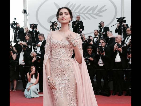 #Cannes2017: ऐश्वर्या राय से लेकर सोनम कपूर.. होश उड़ा रही हैं हसीनाएं!