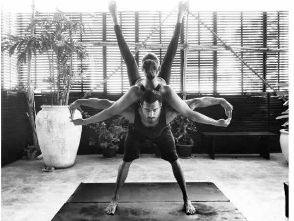 इंटरनेशनल योगा डे पर इन दो सुपरस्टार का 'कपल योगा'..देखते रह जाएंगे आप