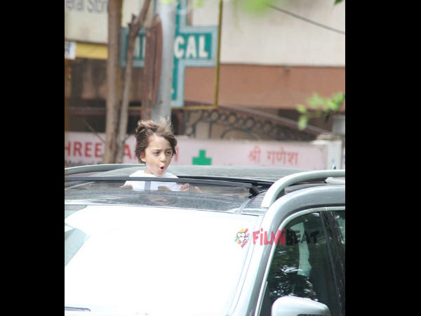 abram-khan-enjoy-open-car-ride-see-pic