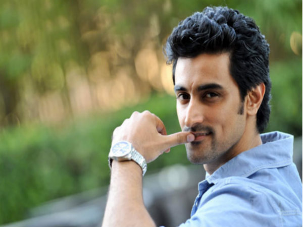 kunal-kapoor-robbed-on-the-sets-gold-in-bradford-england