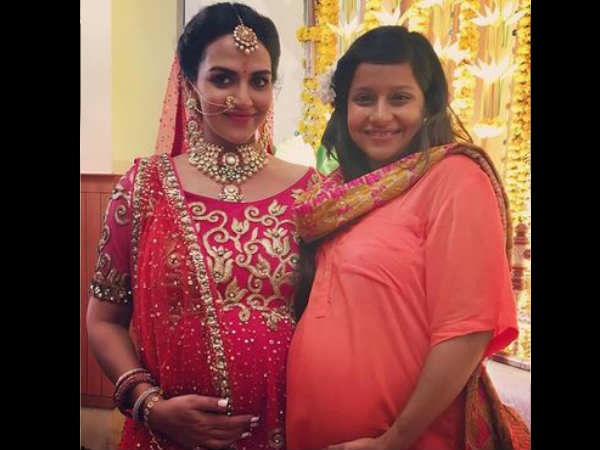 esha-deol-turns-bride-in-her-baby-shower-see-most-stylish-pregnant