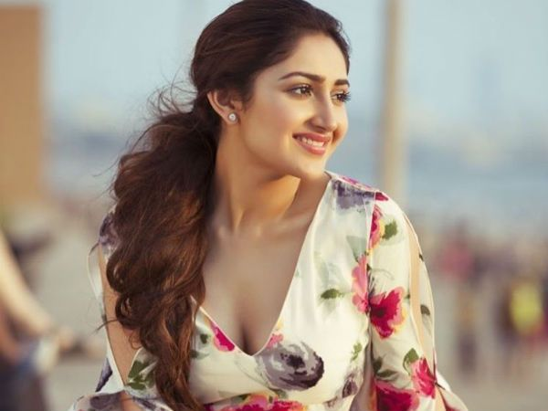shivaay-actress-sayyeshaa-saigal-beautiful-pics