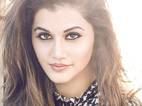 taapsee-pannu-honoured-with-the-most-powerful-woman-the-year-award