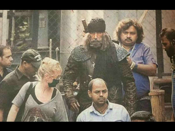 amitabh-bachchan-look-from-thugs-hindostan-leaked