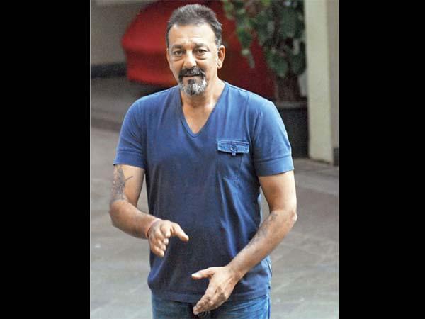 'छिपकर सिगरेट पीने पर पिता से पड़े थे जूते: संजय दत्त