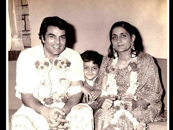 bobby-deol-shares-adorable-childhood-pic-with-parents