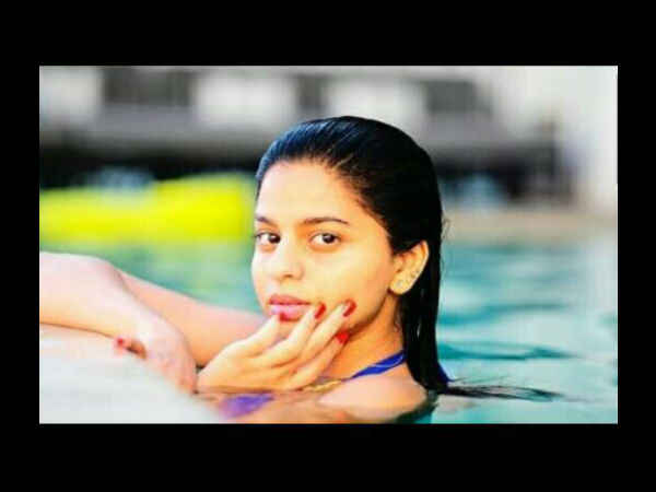 shahrukh-khan-s-daughter-suhana-s-pool-picture