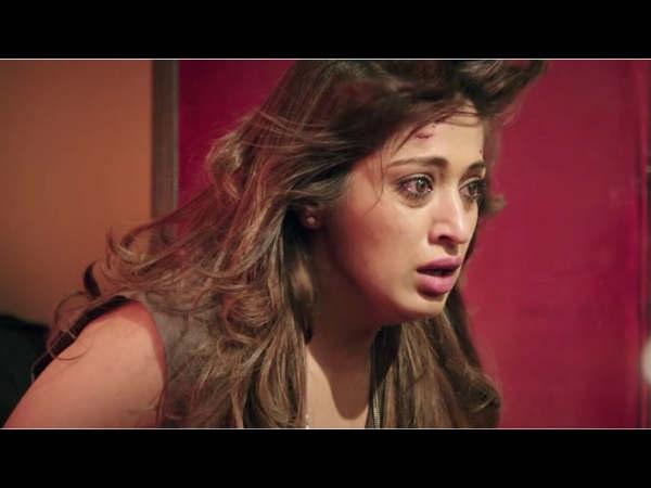 julie 2 movie review story plot and rating hindi filmibeat