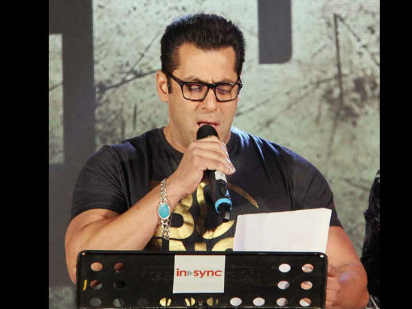 पैरेंट्स की एनिवर्सरी पर सलमान खान ने गाया इमोशनल गाना..VIDEO