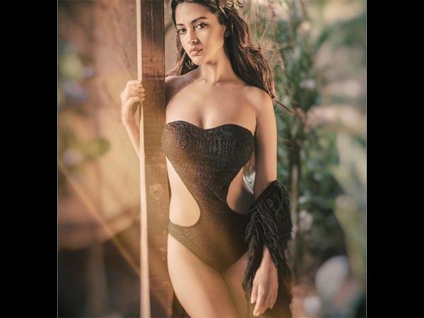 Bikini Pics..दीपिका और कैटरीना भी फेल..रिया सेन की इन तस्वीरों के आगे सबकी छु्ट्टी