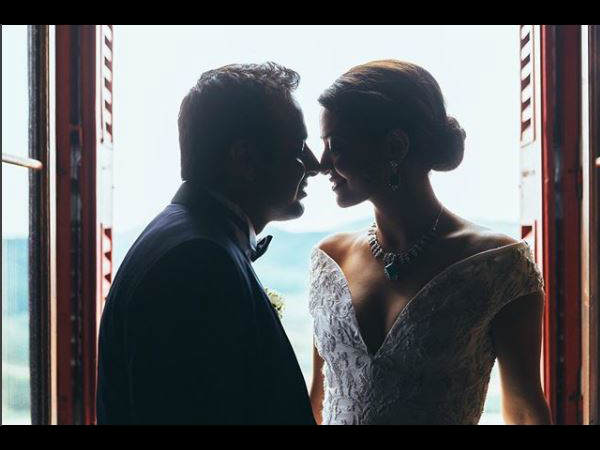 Surveen Chawla Revels Her Secret Marriage with Akshay Thakker   Bollywood Tashan