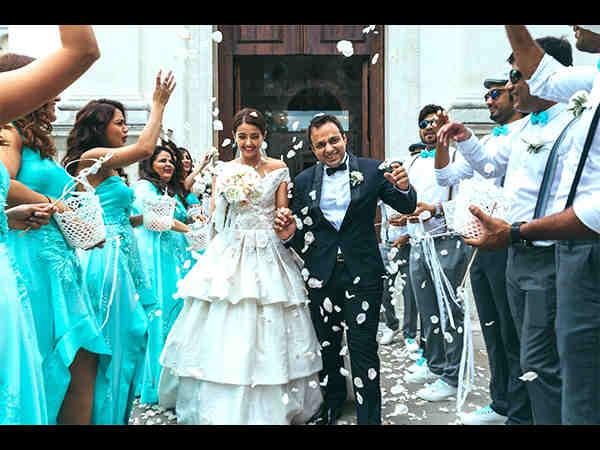 surveen-chawla-and-akshay-thakkar-marriage-pics