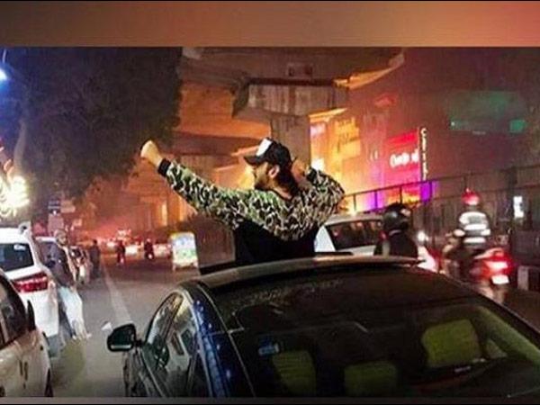 VIRAL VIDEO...हनी सिंह ने दिल्ली के STREET SINGERS के साथ मनाया NEW YEAR