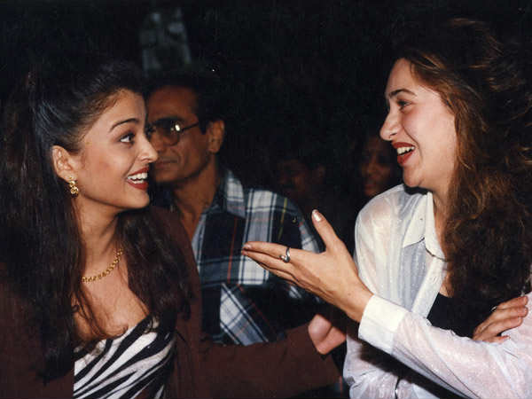 when-aishwarya-rai-bump-into-abhishek-bachchan-ex-girlfriend-karishma-kapoor