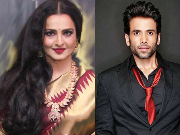rekha-asks-guest-delete-her-video-at-event-tusshar-manages-situation
