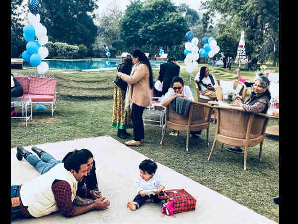 taimur-unseen-pic-with-saif-ali-khan-and-kareena-kapoor-from-his-birthday