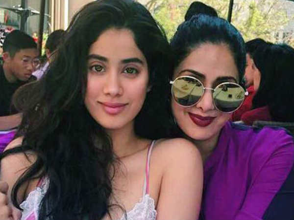 sridevi-daughter-jhanvi-kapoor-fainted-after-hearing-the-bad-news