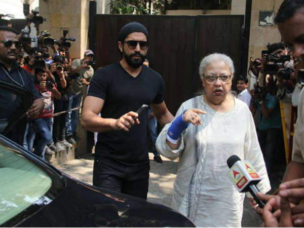 celebs-pay-condolences-at-anil-kapoor-s-residence-after-demise-of-sridevi