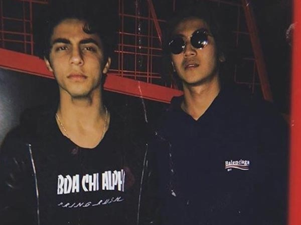 shahrukh-khan-son-aryan-khan-latest-pictures-have-a-look