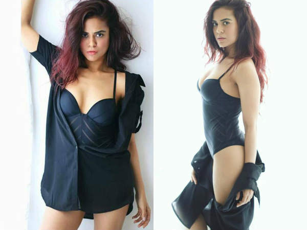 shahrukh-khan-onscreen-daughter-sana-saeed-bold-bikini-photoshoot